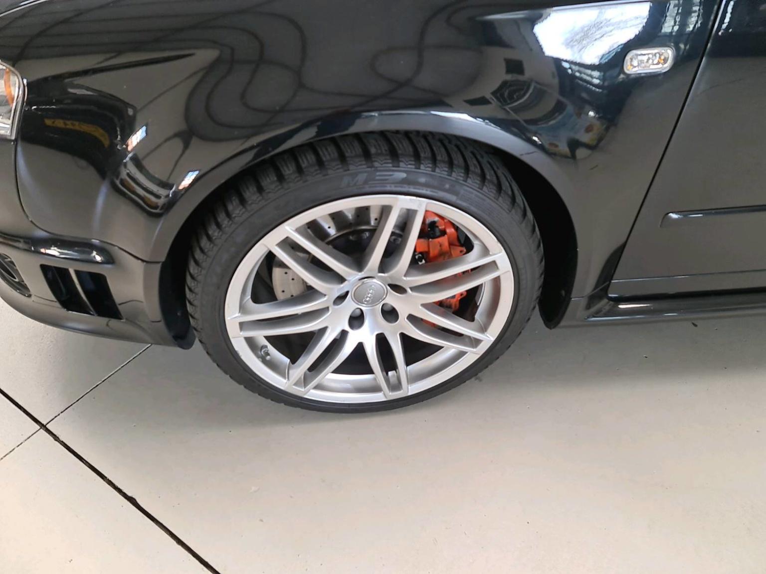 Audi-RS4-8