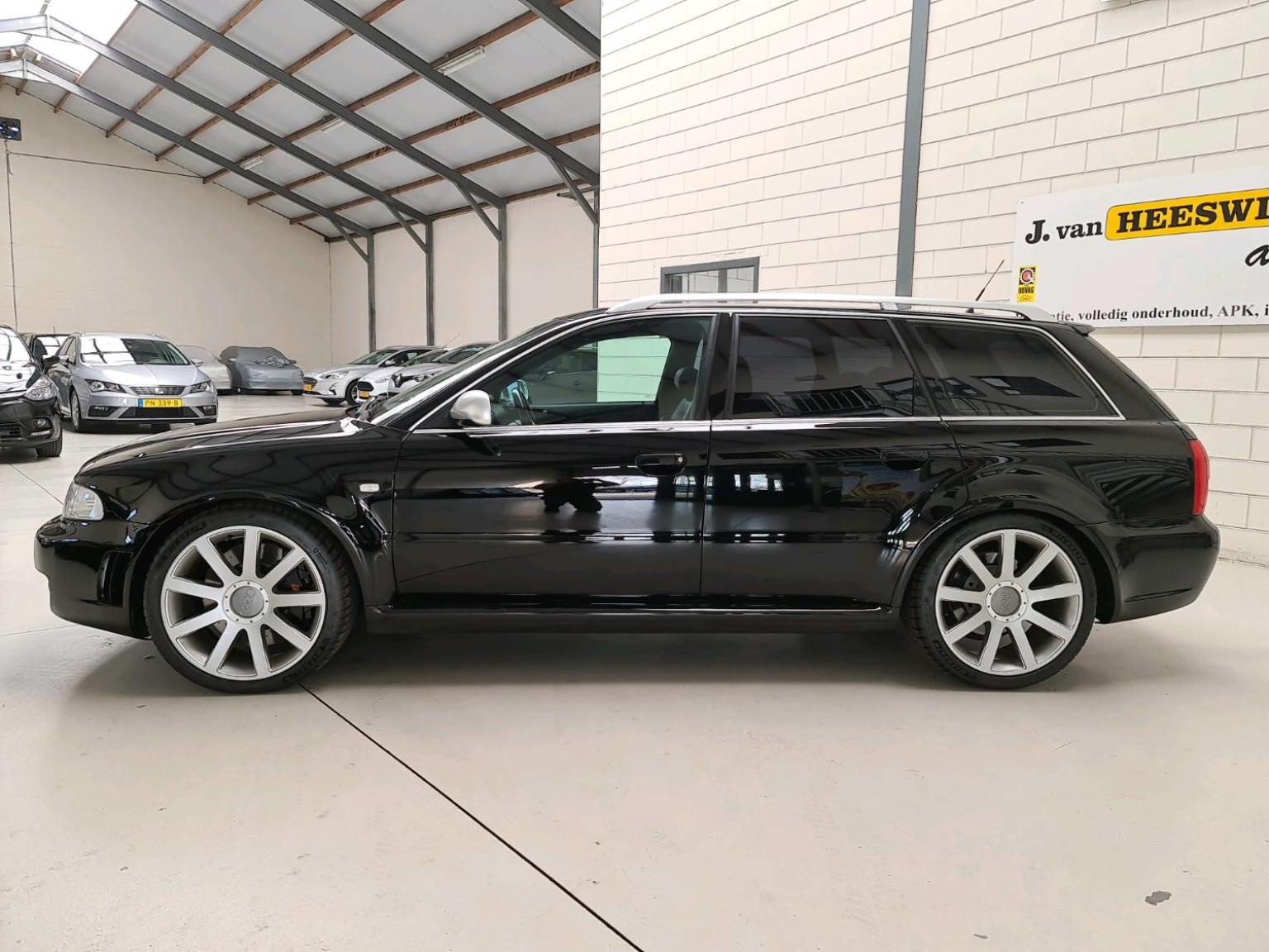 Audi-RS4-2